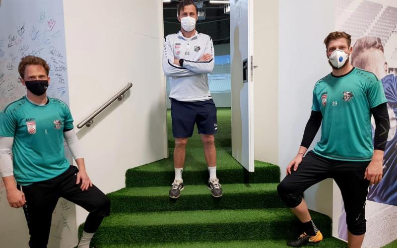 Gruppenfoto von WAC Spielern mit Christian Gratzei im skills.lab