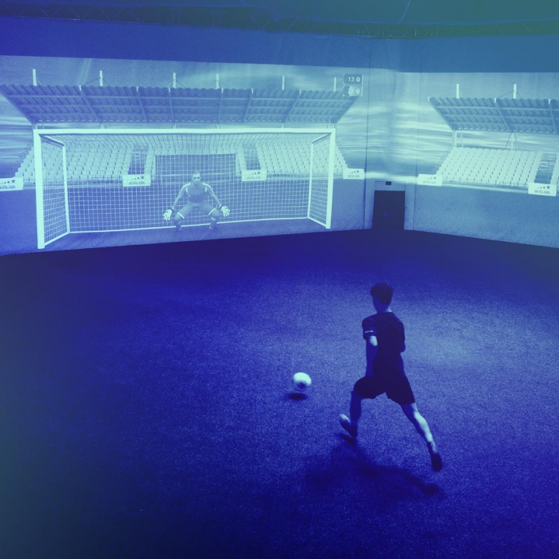 Home Corporate EN - Image showing a player during an exercise at the skills.lab Arena in Wundschuh