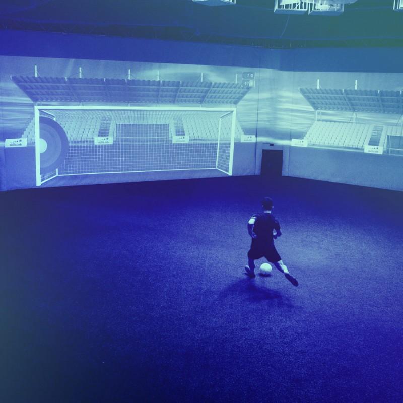 Individual- und Reha-Training - Spieler bei einer Torschussübung in der skills.lab Arena