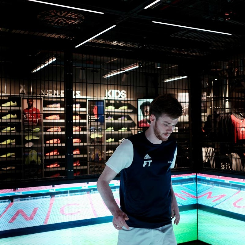 Aufnahme eines Spielers im skills.lab Cube in der FC Bayern World in München