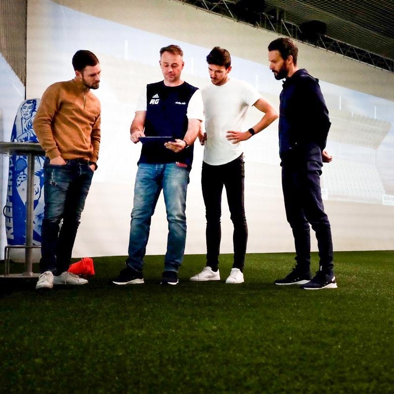 Blog - Image of Oliver Lederer and his coaching staff inside the skills.lab Arena
