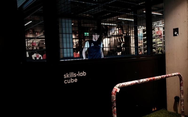 skills.lab training systems - image of the skills.lab Cube at FC Bayern World in Munich