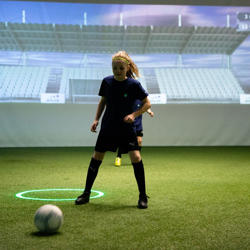 Academy - Image of a young girl during a passing exercise in the skills.lab Arena
