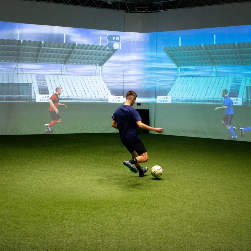 Academy - A youth player during a passing exercise in the skills.lab Arena