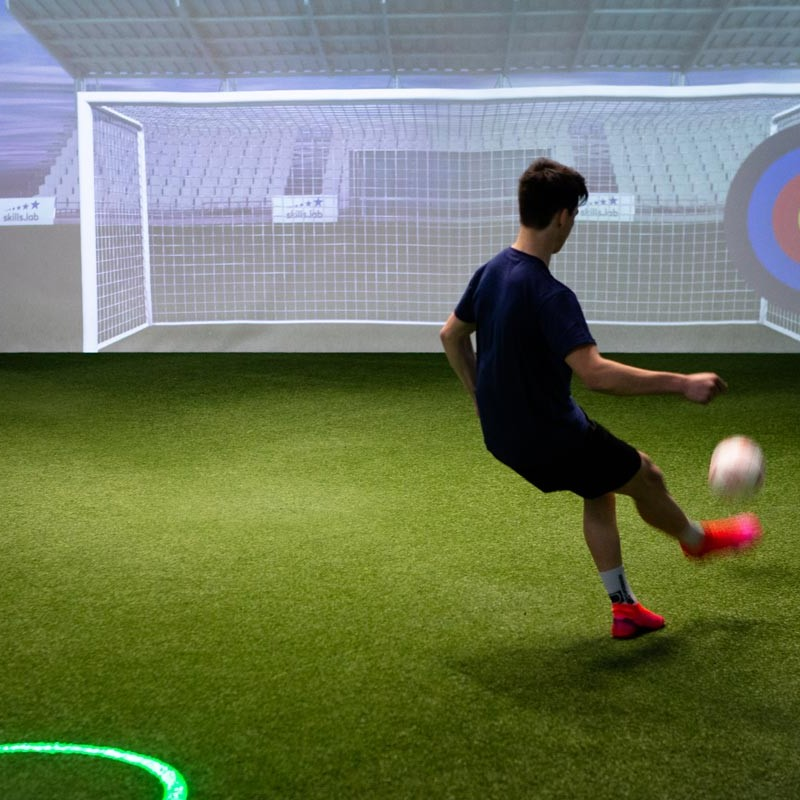 Skills Check Adults - Male player during a finishing exercise in the skills.lab Arena in Wundschuh